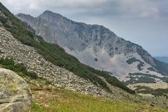 Vista asombrosa de acantilados del pico de Sinanitsa, montaña de Pirin Fotografía de archivo libre de regalías