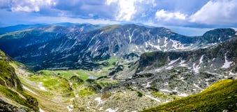 Vista asombrosa de las montañas fotos de archivo