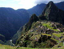 Vista asombrosa de Machu Picchu y valle con el río de Urubamba Fotos de archivo