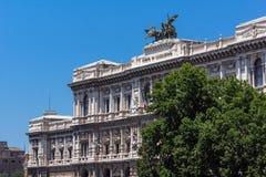 Vista asombrosa del edificio del Tribunal de la casación Supremo en la ciudad de Roma, Italia Fotos de archivo