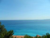 Vista asombrosa del mar Mediterráneo de la colina en Niza, Francia fotografía de archivo