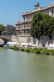 Vista asombrosa del Tribunal Supremo de la casación y del río de Tíber en la ciudad de Roma, Italia Foto de archivo