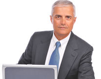 Vista assentada homem de negócios sobre a parte superior do portátil Foto de Stock
