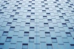 Vista astratta al fondo dei blu acciai della facciata di vetro Immagini Stock
