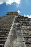 Vista astratta dei punti della piramide Mayan antica Immagini Stock