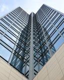 Vista astratta di alta torretta dell'ufficio di aumento Fotografie Stock