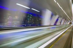 Vista astratta di Blured dalla finestra in corridoio lungo Immagini Stock Libere da Diritti