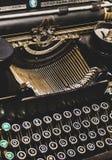 Vista astratta di una macchina da scrivere d'annata antica immagine stock libera da diritti
