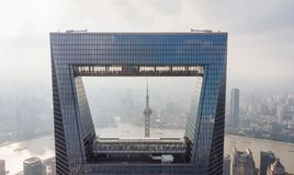 Vista através da janela de Shanghai foto de stock royalty free