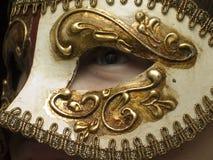 Vista através da máscara imagem de stock
