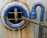 Vista através da vigia de um navio foto de stock