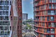 Vista através das torres do calipso Fotos de Stock Royalty Free