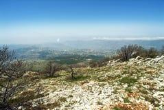 Vista attraverso il Libano dalle montagne della riserva di biosfera di Shouf, Libano fotografia stock libera da diritti