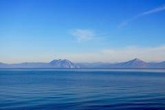 Vista attraverso il Mar Ionio a Patrasso, Grecia immagini stock libere da diritti