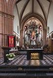 Vista attraverso la navata della chiesa della st Marcellinus e Peter fotografia stock libera da diritti