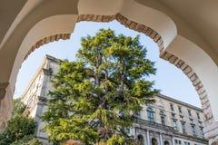 Vista attraverso un arco al museo Udine Fotografie Stock Libere da Diritti