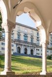 Vista attraverso un arco al museo Udine Fotografia Stock Libera da Diritti
