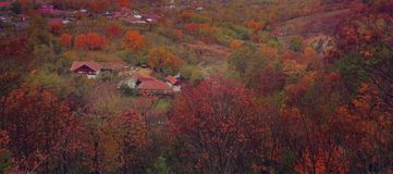 Vista autunnale variopinta di Oversharpened dalle montagne di buzau Fotografie Stock Libere da Diritti