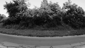 Vista in bianco e nero del villaggio dal ponte stock footage