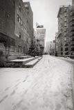 Vista in bianco e nero di inverno di alta linea coperta in neve Chelsea, New York Fotografia Stock