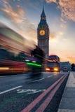 Vista a Big Ben durante l'ora di punta a Londra fotografia stock libera da diritti