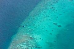 Vista Bird's-eye dell'atollo dei maldives Immagine Stock Libera da Diritti
