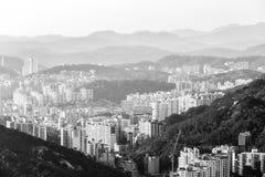 Vista blanco y negro hermosa de Seúl de la montaña de Asan EL SUR COREA imagen de archivo