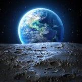 Vista blu della terra dalla superficie della luna Fotografia Stock