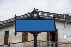 vista blu della tinta del segnale stradale di angolo largamente Fotografie Stock