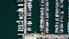 Vista bonita da baía com opinião aérea dos iate filme
