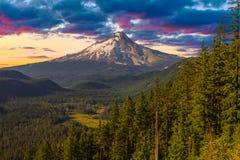Vista bonita da capa da montagem em Oregon, EUA. fotos de stock