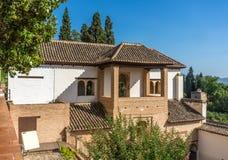 Vista bonita da fonte e dos jardins de Generalife em Alhambr fotos de stock royalty free
