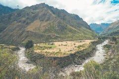 A vista bonita da fuga do Inca Cenário bonito ao longo de Inca Trail foto de stock
