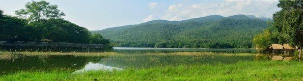 Vista bonita da lagoa no chiangmai, Tailândia Imagem de Stock Royalty Free