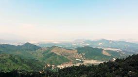Vista bonita da montanha de Fansipan da plataforma de observa??o no Pa do Sa Capital do distrito do Pa do Sa em Lao Cai filme
