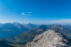 Vista bonita da montanha Valluga, cumes de Lechtal, Áustria Fotografia de Stock