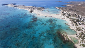 Vista bonita da praia azul profunda Fotos de Stock