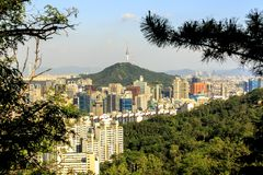 Vista bonita da torre da montanha de Asan, Seoul de Namsan, Coreia do Sul imagem de stock