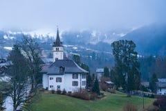 Vista bonita da vila de Grindelwald na manhã Imagens de Stock Royalty Free