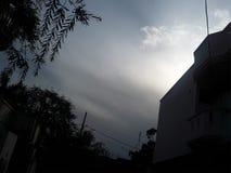 Vista bonita das nuvens com luz do sol imagem de stock royalty free