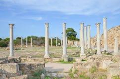 Vista bonita de ru?nas bem preservados dos salames antigos situados perto de Famagusta, Chipre do norte turco da cidade fotografia de stock royalty free