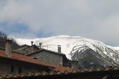 Vista bonita de uma montanha nevado fotos de stock royalty free