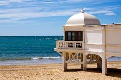 Vista bonita de uma praia em Cadiz no dia ensolarado Imagem de Stock Royalty Free