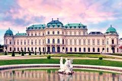 Vista bonita do Belvedere de Schloss em Viena, Áustria, Europa na perspectiva do céu nebuloso Curso a Viena imagem de stock