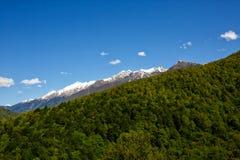 Vista bonita do cume do sul das montanhas de Cáucaso Fotos de Stock