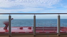 A vista bonita do navio ao oceano ao viajar, férias, abrandamento, espaço da cópia, fundo video estoque