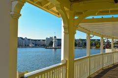 Vista bonita do passeio vitoriano bonito no dockside na área de Buena Vista do lago imagem de stock