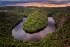 Vista bonita do rio de Vltava no por do sol Fotos velhos República checa Fotos de Stock Royalty Free