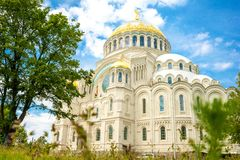 Vista bonita do templo do mar em Kronstadt foto de stock