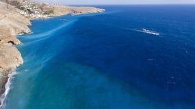 Vista bonita dos penhascos no litoral Imagens de Stock Royalty Free